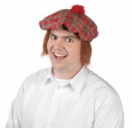 Chapeau ecossais avec cheveux roux