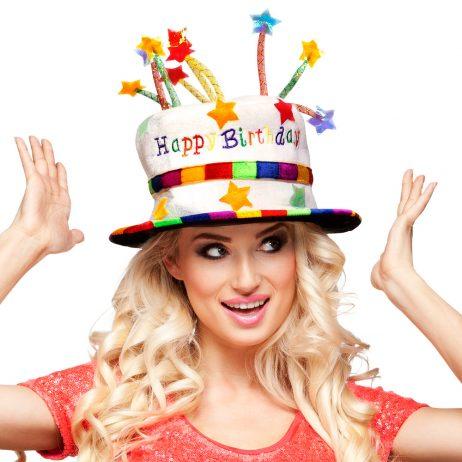 """CHAPEAU HAPPY BIRTHDAY """"Gâteau d'anniversaire"""" Modèle Rainbow"""